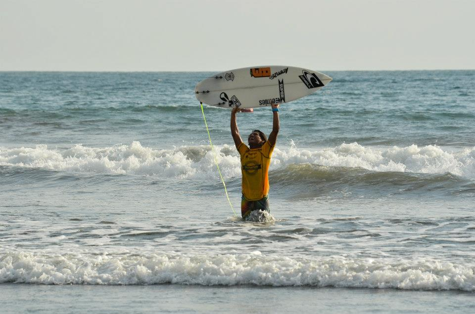 Jaco surfer Jair Perez wins MAUI Cup national Costa Rica surf competition