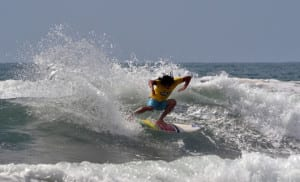 Maikol Torres wins first 2014 surf competition