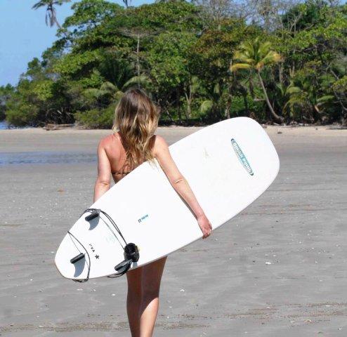 Women surfers in Costa Rica