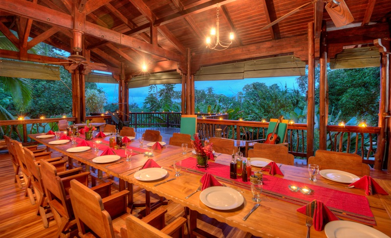 dining at nicuesa lodge