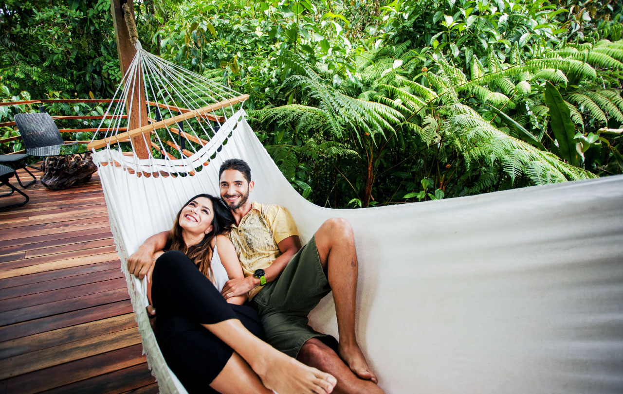 Let`s-look-at-5-romantic-reasons-honeymoon-Ecolirios-Costa Rica